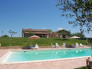 Detached villa with private pool 90 kms from Rome at 2 kms from town.