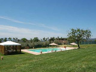 Detached villa with private pool 90 km from Rome. 5 bedrooms, up to 15 sleeps, Amelia