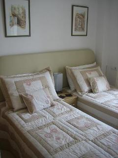 Twin Bedroom- 2 Single beds or 1 Double bed
