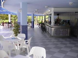 Pool Bar serving Drinks & Snacks