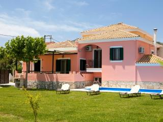 Villa Ioanna - Private Pool and 1000sqm garden, Kariotes
