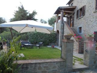 Casa Metella, casale a  Cortona , 2 app e giardino