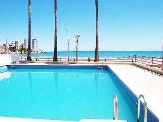 ApartUP La Concha Beachfront I. Pool + Pk + 4 Pax