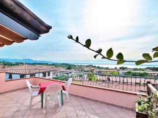 A/5 Apartment with Terrace and Lake View (3 pers.), Manerba del Garda