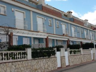 Comfortable townhouse in urbanization with garden, Denia