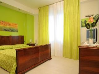 Sienahomeandsailing-Green apartment
