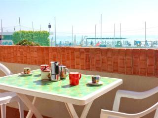 La fortuna di poter far colazione sul balcone fronte mare.