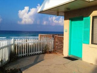 Capri by the Gulf 108, Private Balcony overlooking the Gulf!, Destin
