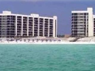 Mainsail 212, 3BR/3BA beachfront condo! Too many amenities to list them all!, Destin