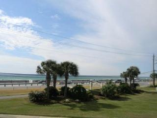 Blue Surf 2, Super townhouse, just across the street from the beach!, Destin