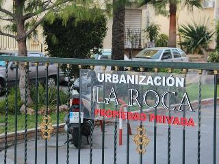 La entrada a la Urbanizacion; La Roca.