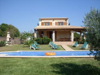 Sleeps 8-10 (2 on sofabed), Ca'n Picafort
