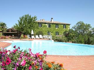 Palazzina, Farmhouse villa with outdoor swimmingpool near Siena, Tuscany, Italy