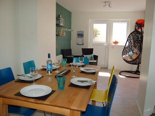 LOVELY OPEN PLAN KITCHEN / DINER WITH PATIO DOORS