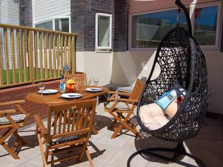 Dragons Retreat  beach side apartment, Tywyn