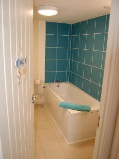 The family bathroom next to bedroom 2