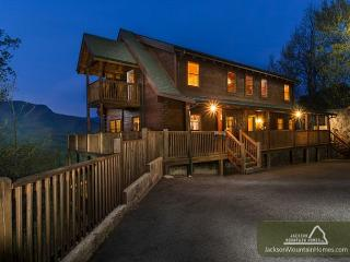 Papa Bear's Lodge   Mountain Views Gaming Privacy Hot Tub  Free Nights, Gatlinburg