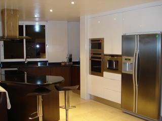 Fully equipped Italian Kitchen with the latest built in appliances