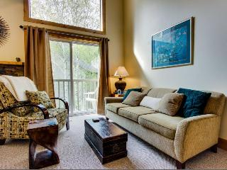 Elkhorn ski in / ski out condo w/ shared pool & hot tub! Walk to lifts!, Sun Valley