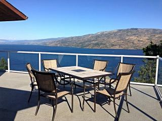 Spacious Suite with Panorama Lake View, Peachland