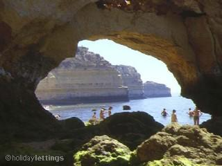 L'une des nombreuses cave vues