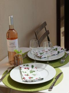 A glas of chilled wine on the deck ? Yes with pleasure...