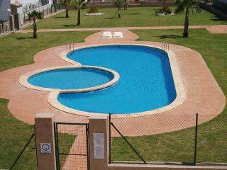 La Cinuelica R14 Townhouse in J H Alhamed, Los Altos