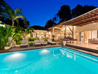 BEST LOCATION! 5BEDROOM! BLI DRUPADI! SLEEPS 14., Seminyak