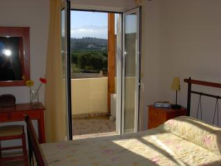 The sunny double bedroom with A/C and mountain view