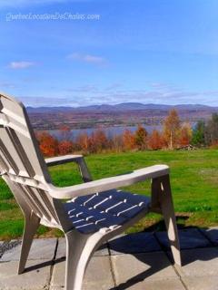 La terrasse avec vue sur le Fleuve et les montagnes