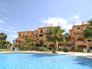 Exterior view of Almadraba apartments to rent Spain