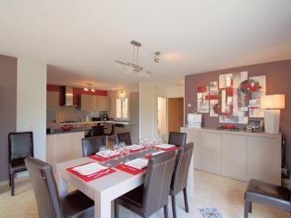 maison contemporaine et une décoration moderne et raffinée