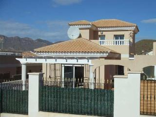 Detached 3 bedroomed villa with private pool