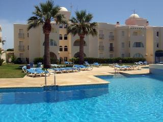 Las Mimosas 31B, 2 Bedroom apartment, 10 mins walk to beach,wifi,airco, pools