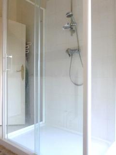 Vue partielle salle de bains - 1er étage