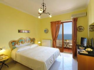 Amalfi Coast Appartamento Praia, sea view, wifi, walking distance to town center