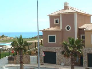 1  DomusIberica, in Burgau village, walk to everywhere including the beach !