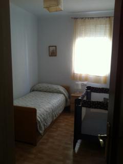 Segundo dormitorio con dos camas. La segunda de ella nido pero con colchón de muelles.