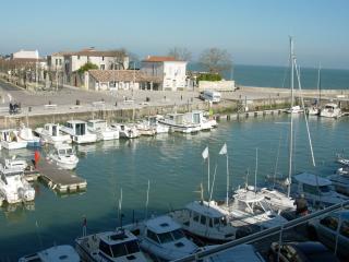 Appartement vue sur le port,2ème étage, La Flotte
