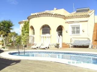 Casas Gemelas 2 bungalows in garden with pool, Rojales
