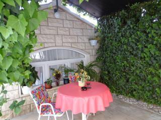 Apartment with GardenTerrace near famous Beach, Bol