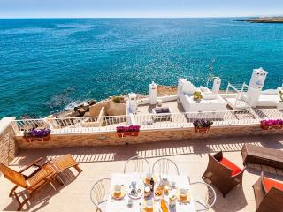 Terrazza Paradiso: Enchanting Seafront Apartment, Monopoli