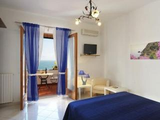 Amalfi Coast Appartmento Blue Moon, sea view, wifi, sleeps 2