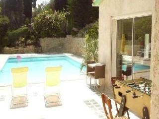 Plein centre Beau T2 en bord de piscine+garage, Cassis