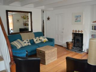 2 bed Vintage Fishermans Cottage, St Ives Cornwall, nr beach + log burner+WiFi