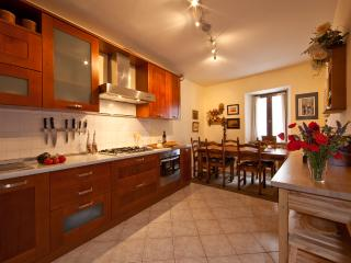 Spacious, luxury  kitchen and dining room