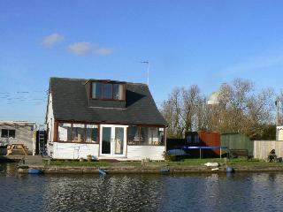 Riverside Cottage - Risdene