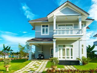 Villa Panda: Spacious 4-bedroom villa with ocean view surrounded by golf course