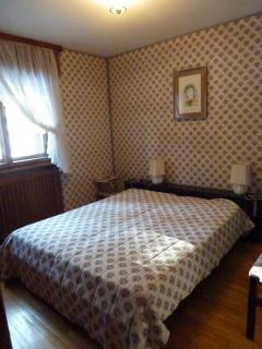 La camera da letto matrimoniale.