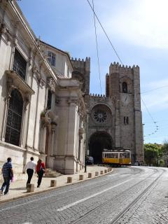 Surroundings: Famous Tram 28 & Cathedral at 6 minutes walking, 500 meters away